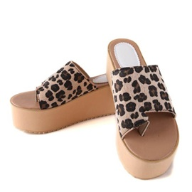 Leopard Printed Ring-Toe Wedge Sandals