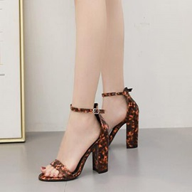 Chunky Heel Heel Covering Buckle Vintage Sandals
