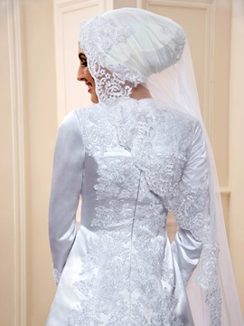 Budget Lace Appliques White Long Sleeve Muslim Wedding Dress