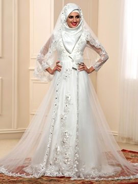 Elegant Beaded Lace Appliques Long Sleeve Tulle Arabic Muslim Wedding Dress