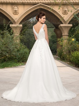 Bowknot Lace Appliques V-Neck A-Line Tulle Wedding Dress