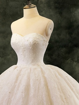 Classic Sweetheart Ball Gown Lace Wedding Dress
