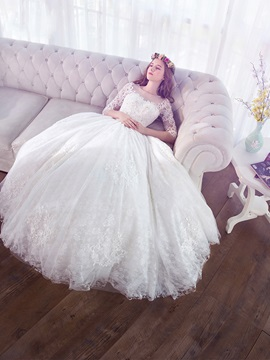 Beautiful Scoop Neck Appliques Lace Ball Gown Wedding Dress With Sleeves