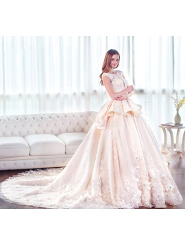 Scoop Neck Cap Sleeves Appliques Lace Ball Gown Wedding Dress