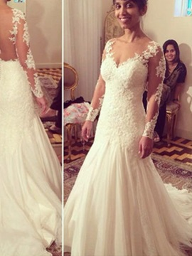 Charming Scoop Neck Appliques Sheath Wedding Dress With Sleeves