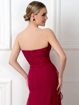 Eye-catching Ruched Sweetheart Red Long Bridesmaid Dress