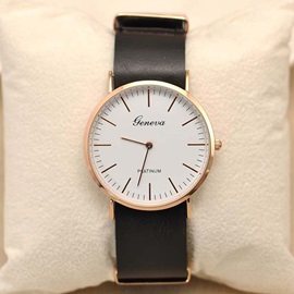 Ultra-thin Round Dial Men's Watch