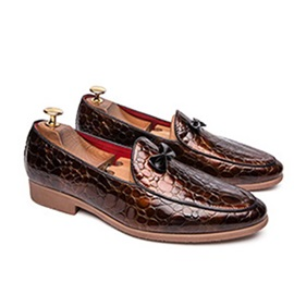 Low-Cut Upper Slip-On Embossed Leather Men's Shoes