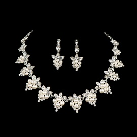 Elegant Floral Shaped Rhinestone Alloy Wedding Jewelry Set (Including Necklace and Earrings)