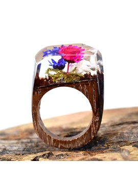 Vintage Dried Flowers Decorated Wooden Ring