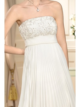 Chic Empire Waist A-line Pleats Strapless Court Train Wedding Dress