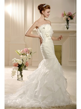 Elegant Mermaid/Trumpet Strapless Bowknot Tiered Chapel Wedding Dress