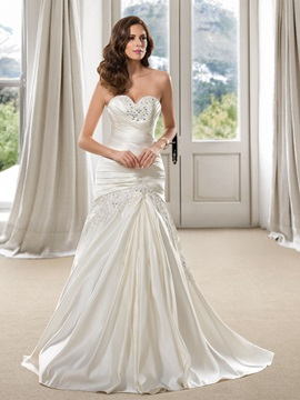 Elegant Beaded Sweetheart Appliques Trumpet Wedding Dress