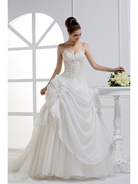Charming Sweetheart Floor-length A-line Chapel Train Wedding Dress
