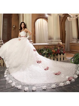 Luxury Beaded Sweetheart Bowknot Lace Cathedral Wedding Dress