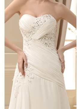 Faddish Sheath/Column Sweetheart Floor-Length Chapel Appliques Wedding Dress
