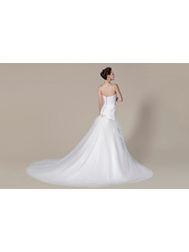 Trendy Trumpet/Mermaid Sweetheart Chapel Train Beading Floor-length Wedding Dress