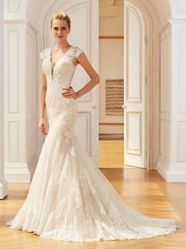 Superior Cap Sleeve Appliques Mermaid Wedding Dress