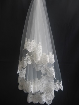 Glorious Fingertip Wedding Veil With Lace Applique Edge