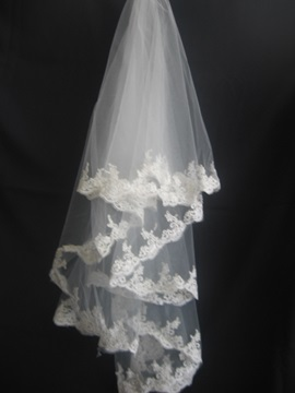 Fabulous Tidebuy Fingertip Wedding Veil with Lace Applique Edge