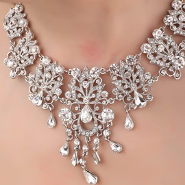 Exquisite Leaf Shaped Alloy and Rhinestone Necklace-HC