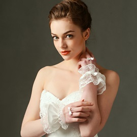 Dramatic Lace Ruffles Short Bridal Gloves with Bowknot