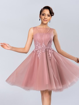 Bateau Neckline Appliques Knee-Length Homecoming Dress