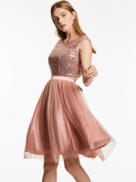 Scoop Neck Backless Sequins Knee-Length Cocktail Dress