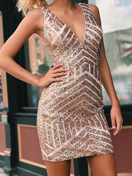 Short/Mini Sheath Sequins V-Neck Homecoming Dress 2019