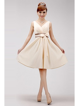 Attractive Straps V-Neck Knee-Length Bowknot A-Line Sweet 16/Homecoming Dress & petite Homecoming Dresses