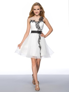 Modern A-Line Jewel Neckline Appliques Short Homecoming Dress & modern Homecoming Dresses