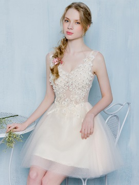 Charming A-Line V-Neck Lace Flowers Lace Beading Short Homecoming Dress & modest Homecoming Dresses