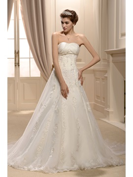 Elegant Lace A-Line Sweetheart Floor-length Chapel Wedding Dress