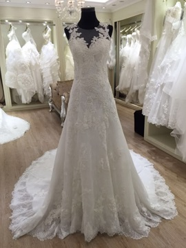 Charming Jewel Neck Lace A Line Wedding Dress