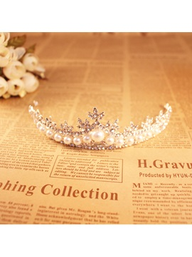 Pearls Embellishing Wedding Tiara