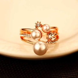 Pearl Decorated Women's Alloy Ring