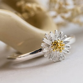 Opening Daisy Shape Silver Plated Ring