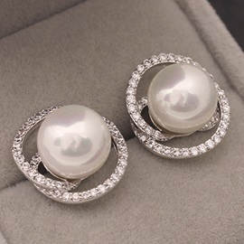 Concise White Pearl Stud Earrings