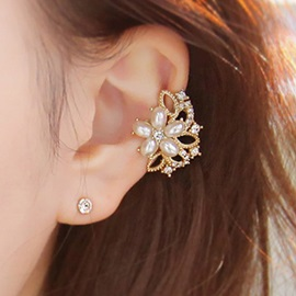 Pearl & Rhinestone Flowers Sweet Women's Ear Cuff