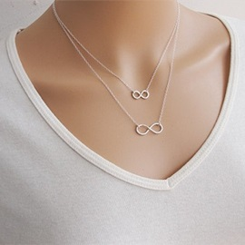 Double Layers Eight Pendant Necklace
