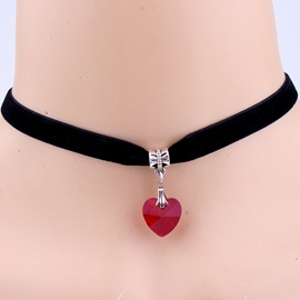 Heart-Shaped Pendant Retro Velvet Necklace