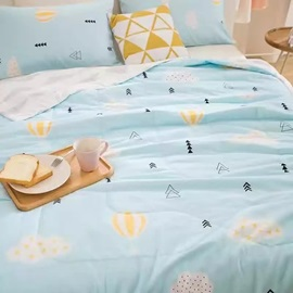 Chic Hot-air Balloon Print Light Blue Cotton Summer Quilt