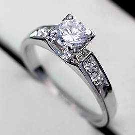 Simple Delicate with Silver Diamond-Shaped Ladys Ring