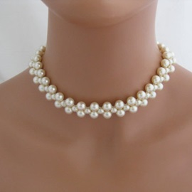 Graceful Pearls Necklace for Women