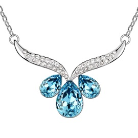 Beautiful Crystal Flower Pendant Alloy Necklace