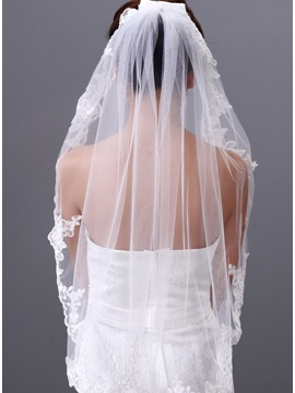 Exquisite Elbow Wedding Veil with Appliques Edge
