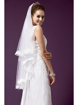Gorgeous Fingertip Length Wedding Bridal Veil with Lace Flowery Edge