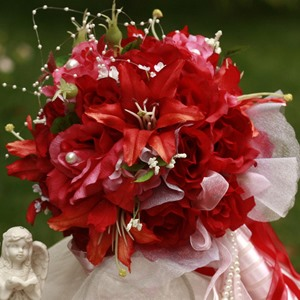 Attractive Red Silk Cloth Wedding Bridal Bouquet with Red Lily