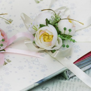 Sweet White Silk Cloth Flower Wedding Wrist Corsage for Birde