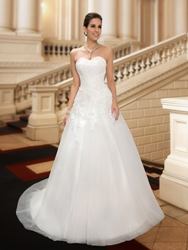 Wonderful Sweetheart A-Line White Lace Wedding Dress & inexpensive Wedding Dresses